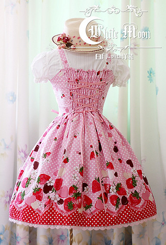 White moon pink alice sweetheart spaghetti straps neckline with strawberry chocolate print lolita  dress3