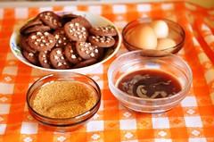 Biscuiti glazurati cu crema de cafea, ciocolata si scortisoara
