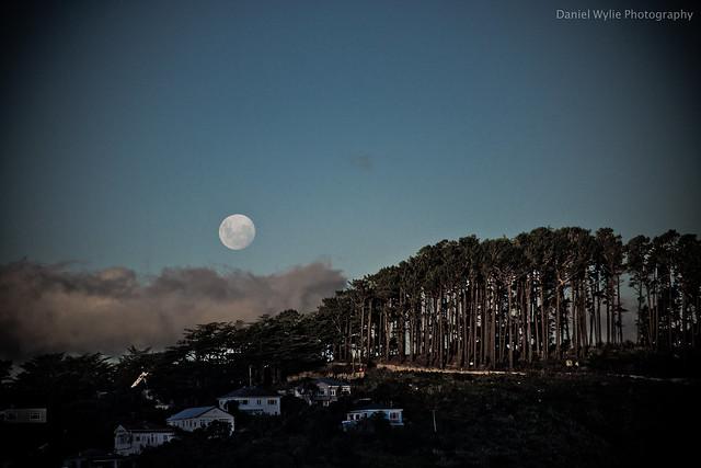 Super Moon Rise