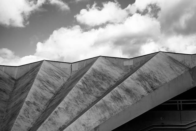 Dach am Eingang zum Fernsehturm Berlin