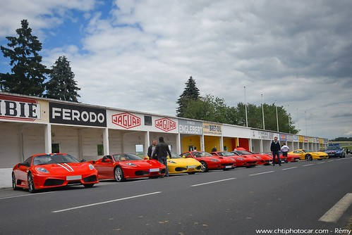 Ferrari line up at Gueux racetrack ruins - Red Days 2012