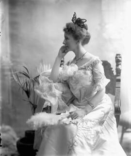 Mrs. Laura Borden (née Bond), wife of Robert Laird Borden, 1901 / Mme Laura Borden (née Bond), épouse de Robert Laird Borden, 1901