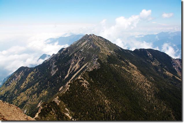 玉山主峰看北峰
