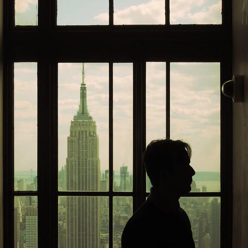 nyc newyork window silhouette view manhattan rockefellercenter empirestatebuilding roomwithaview stateofmind s95 empirestateofmind fotobananas