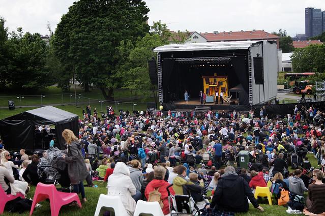 Miniøya 2012 fristet med variert underholdning for barn i alle aldre, og mange unge fant veien til Tøyenparken på åpningsdagen av kultur- og musikkfestivalen for barn og unge.