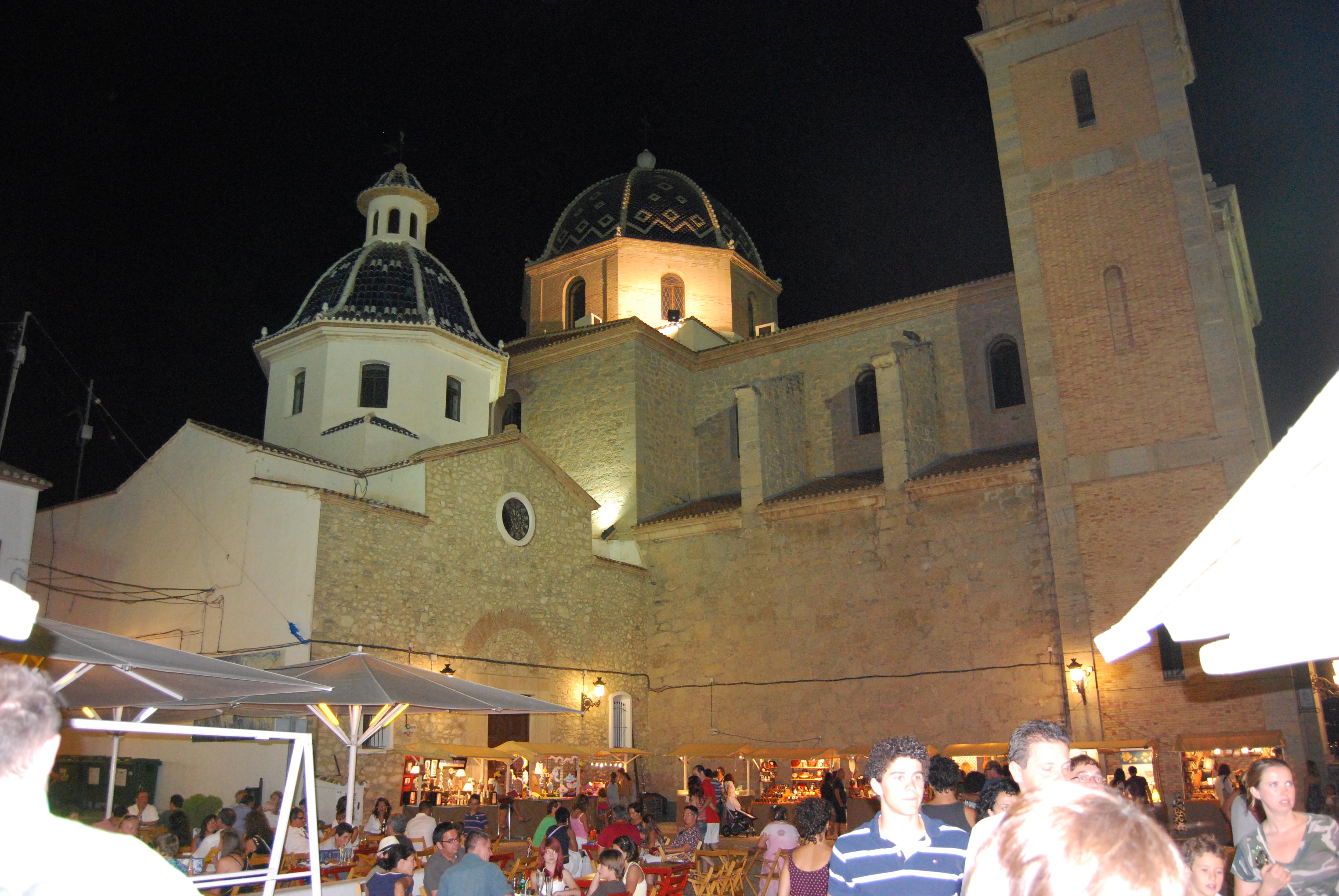 Plaza de la Iglesia. Guía de viaje de Altea. Tu Maleta.