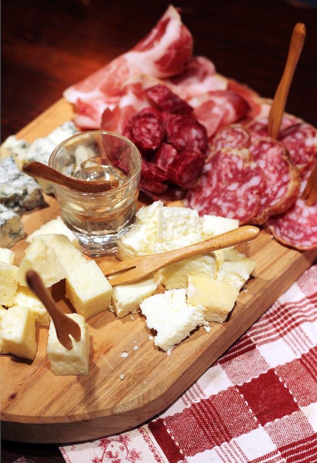 Lago di Orta Al Boeuc charcuterie cheese platter