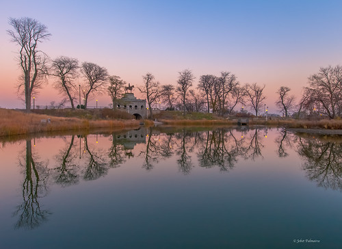 chicago reflections evening illinois twilight pond dusk lakeshoredrive lincolnpark afterglow ebb chicagoist southpond ulyssessgrantstatue