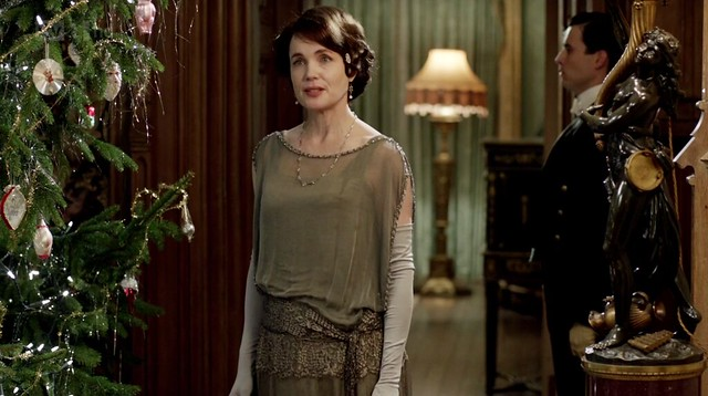 DowntonAbbeyS02E09_Cora_steelevening