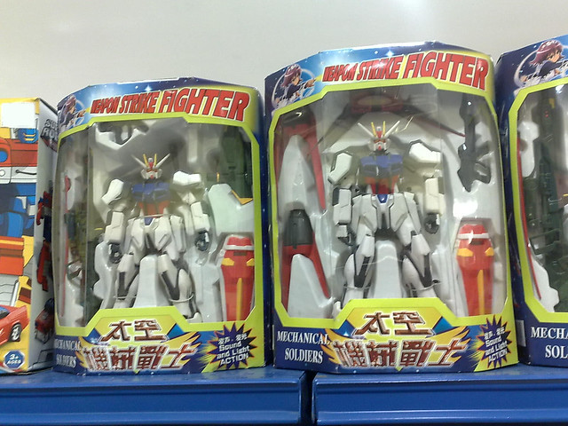Bootleg Strike Gundam Figure