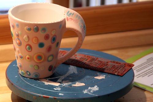 keramik bemalen mit der distel.