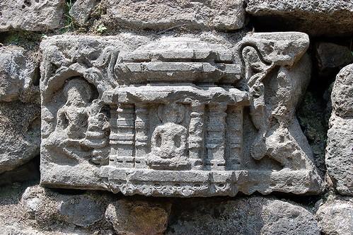 In der Mauer der Festung wurden Steine von buddhistischen Tempeln verwendet