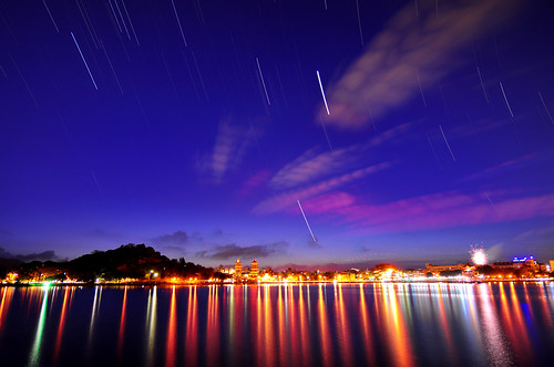 Star trails over lake 蓮池潭星軌