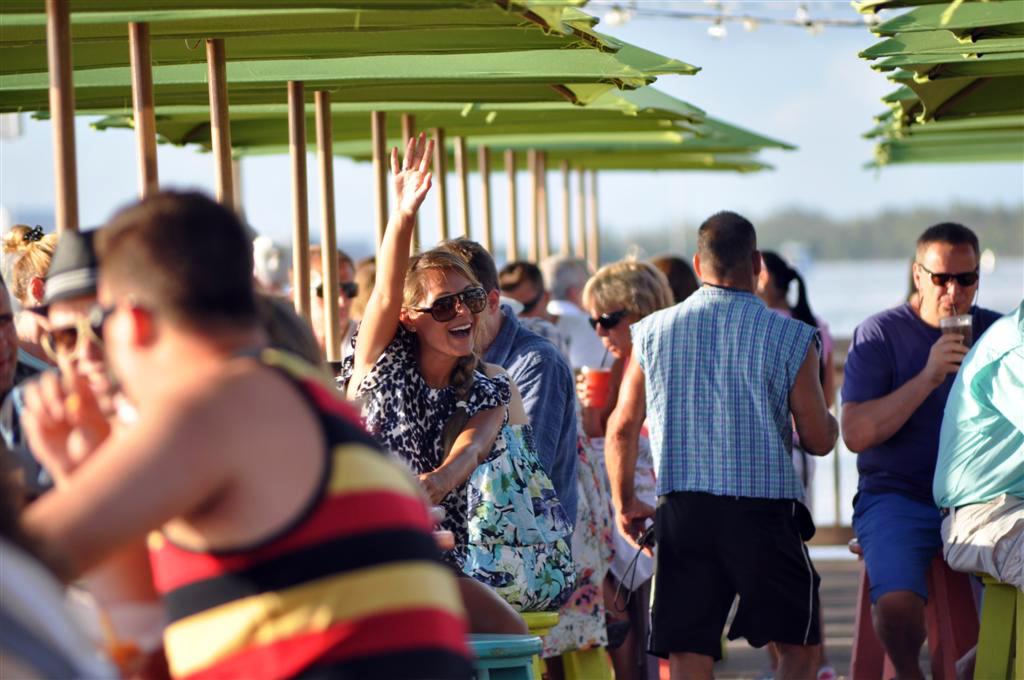 El Mallory Pier es el lugar ideal para ver las puestas de sol más increíbles mientras tomas un cóctel florida keys, carretera al paraíso (mejor con un mustang) - 7214501858 6f2167e081 o - Florida Keys, carretera al paraíso (mejor con un Mustang)