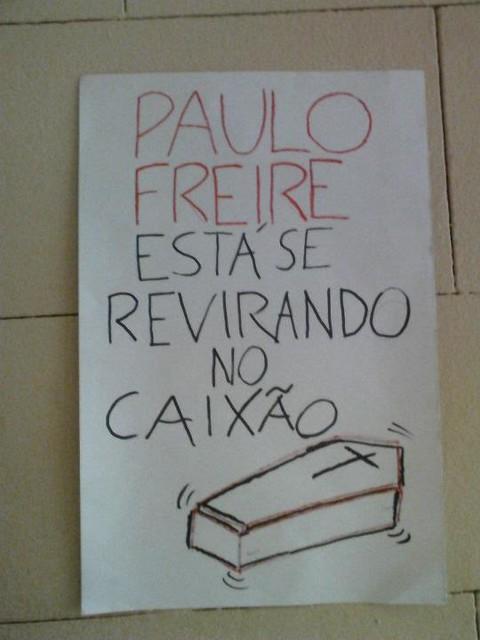 Paulo Freire se revirando no caixão