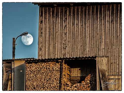 street light moon geotagged switzerland mond streetlight che firewood grub 2012 strassenlaterne drvo brennholz mjesec dalmatino kantonstgallen canon50d strasenlaterne 5länderblick ogrjevno ogrjev