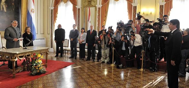 Fernando lugo en el acto de juramento del nuevo ministro for Foto del ministro del interior