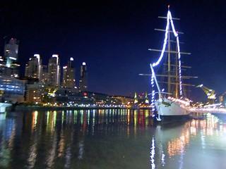 Imagine de ARA Presidente Sarmiento lângă Buenos Aires. argentina de puerto puente la mujer buenosaires madero