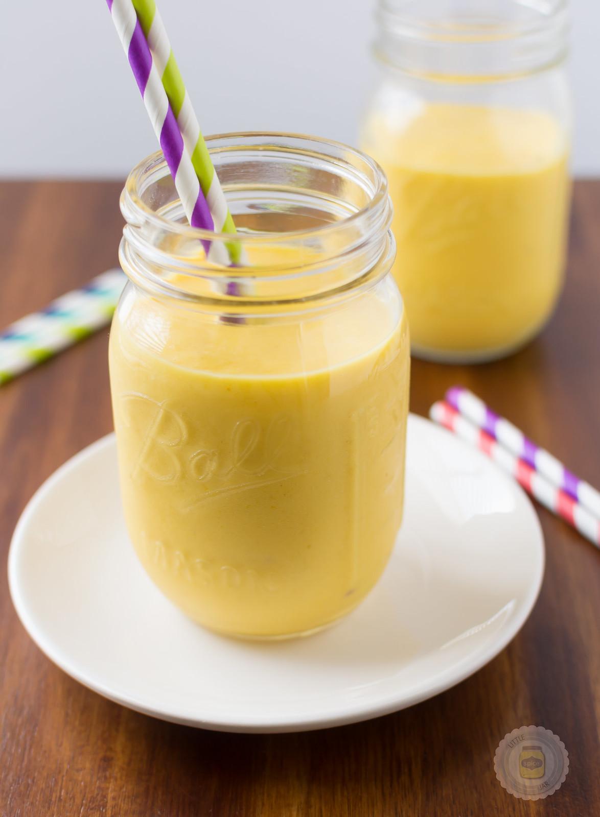 Mango Banana Smoothie F
