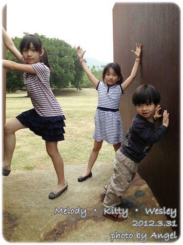 120331-三小朋友扮鬼臉.