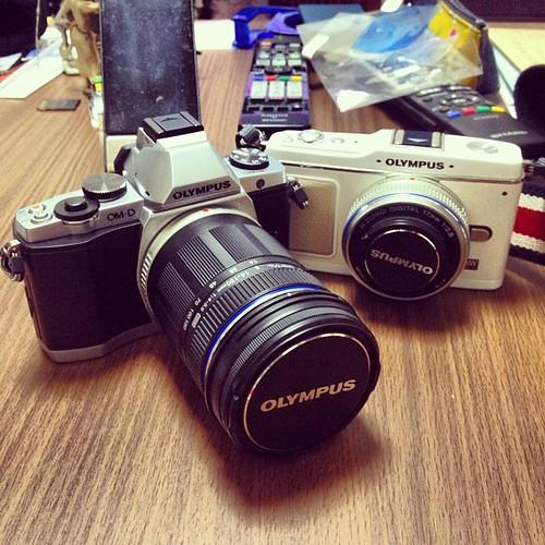OM-D EM-5とPEN E-P1。