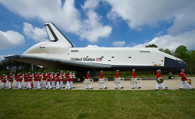 Shuttle Discovery Arrives at Udvar-Hazy (201204190015HQ)