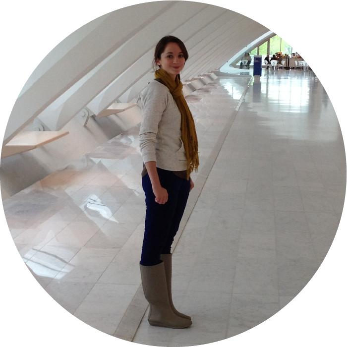 milwaukee art museum, rain boots outfits, loeffler randall rainboots, matilde, blue pants