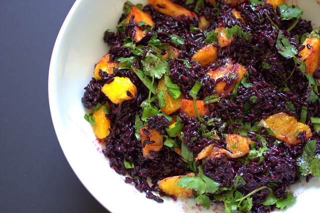healthy eats: black rice salad with mango