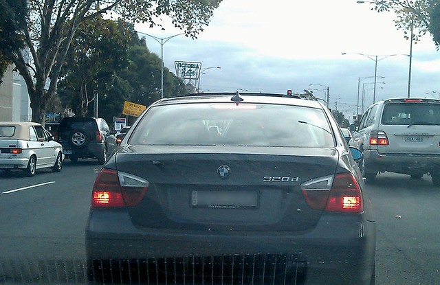 "BMW 320d - ""Pose"" upsidedown"