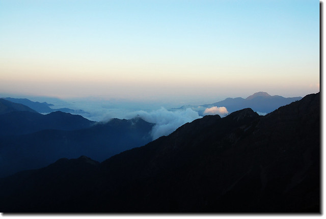 圓峰頂東南望新康山列