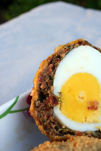 7293115578 4fd06eba18 Scotch eggs au Chorizo