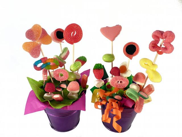 Macetas con flores de chuches macetas de flores hechas - Adornos con chuches ...