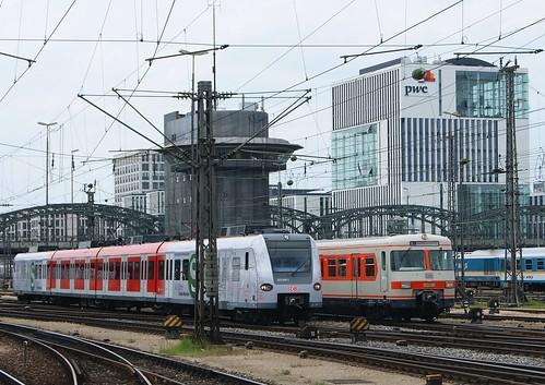 Pünktlich: 423 089 und 420 001 fahren parallel in die Münchner Hauptbahnhof ein