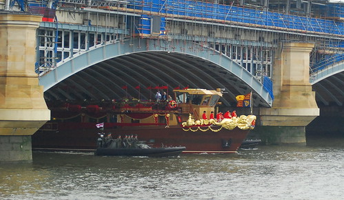 Royal Barge passes under Blackfriars