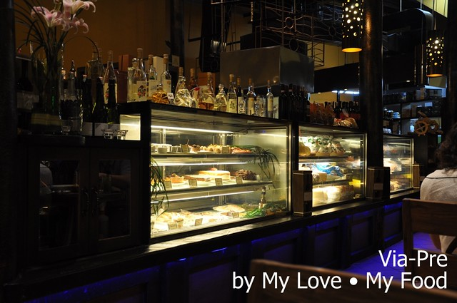 2012_05_28 Via Pre Tavern in Habour 001a