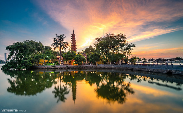 Tran Quoc pagoda in the sunset