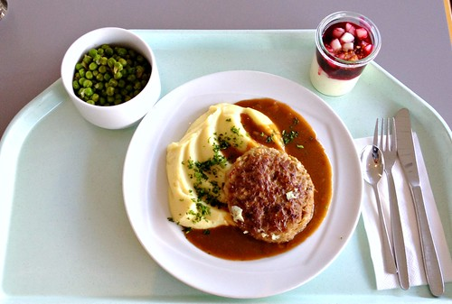 Fleischpflanzerl mit Pilzrahmsauce & Kartoffelpüree / Meat beall with mushroom cream sauce & mashed potatoes