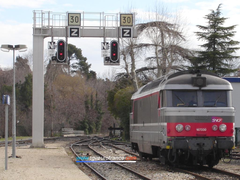 Une locomotive thermique BB67300 (la BB67330 en livrée Corail+ du dépôt de Chambéry)