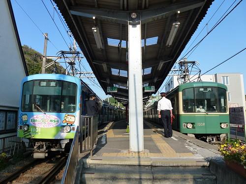 吊りかけ二重連(江ノ電1101F+1201Fと、江ノ電1002F+1001F)@稲村ヶ崎