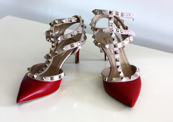 valentino_red_rockstud_pumps_kitten_heels