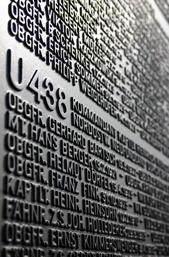 U-Boot Ehrenmal   Submarine memorial de wikipedia U-Boot-Ehr