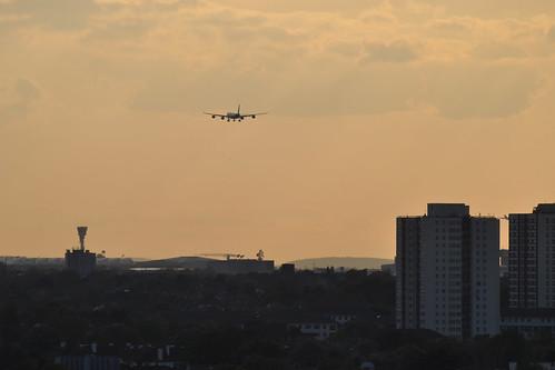 Plane coming into Heathrow