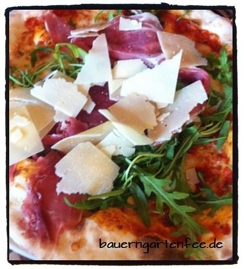 Pizza-Parmesan-Rucola-Schinken500