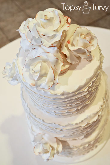 vintage-rose-ruffled-fondant-wedding-cake-bronze-edges