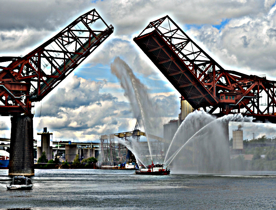 Fleet_Week_PFB_fire_boat_Broadway_Bridge
