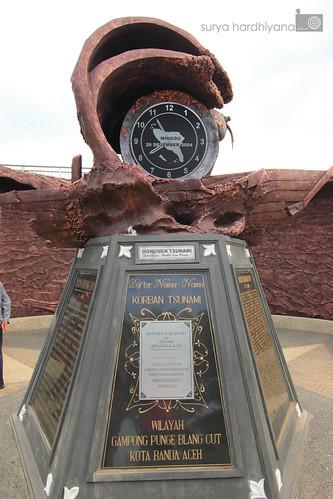 Monumen Yang Menunjukkan Jam Terjadinya Gempa Aceh 2004
