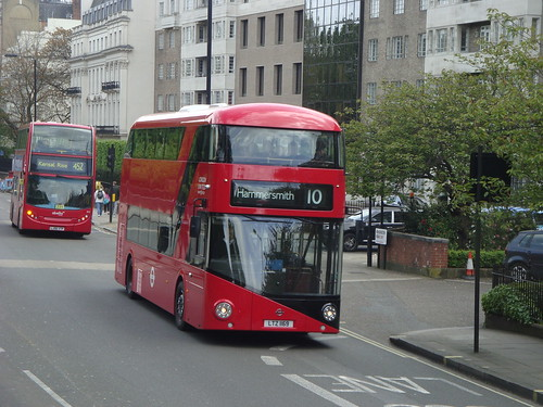 London United LT169 on Route 10, Kensington