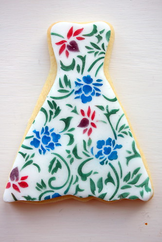Stencilled dress cookie