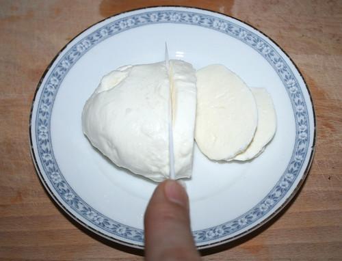 42 - Mozzarella schneiden / Cut mozzarella