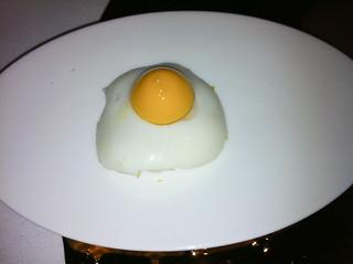¿Montadito de huevo de codorniz? Realmente es Zanahoria, Mimolette (queso), leche y pan integral